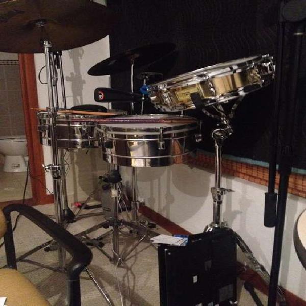 Timbales-redoblante-cymbals-campanas.