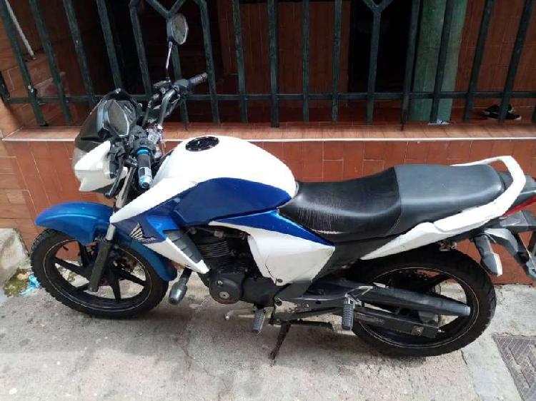 Vendo moto honda cb 150 invicta con papeles al dia y con