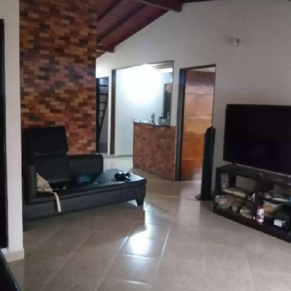 Vendo casa 3er piso en el barrio cabañas, código 033