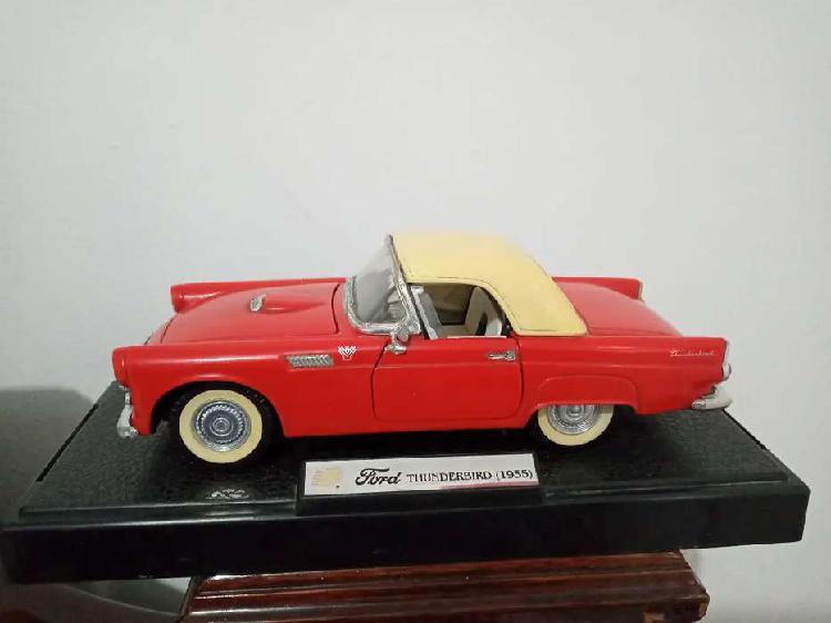 Carro de colección ford thunderbird 1955
