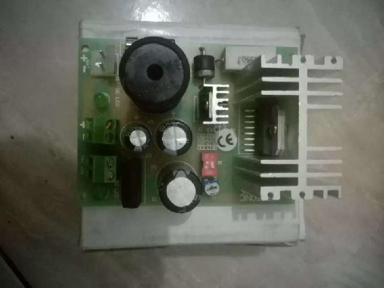 Fuente de poder 4 amperios ajustable de 6 a 24 voltios
