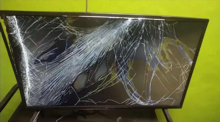 SMART TV EPI PARA REPUESTOS con pantalla rota