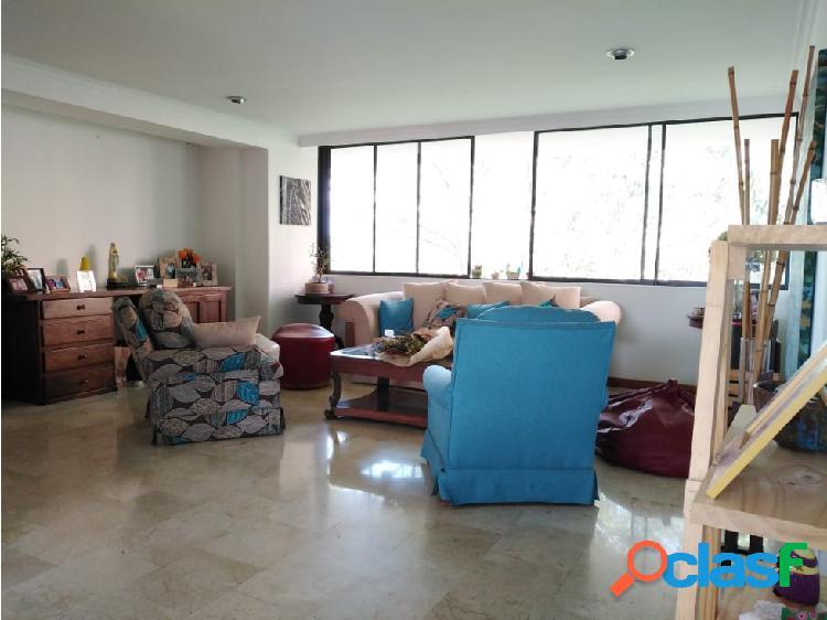 Amplio apartamento en venta en el poblado, medellín