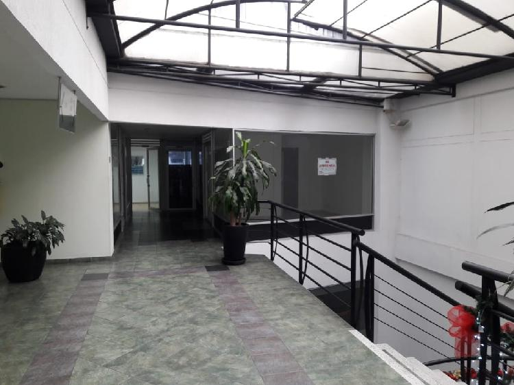 Alquilo local oficina en el centro de pereira; área de 25