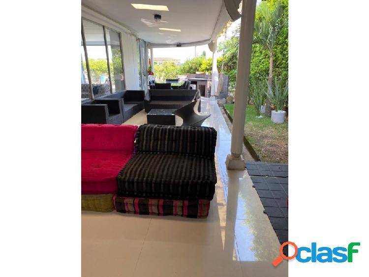 Casa en lote 380 m2 re-modelada y moderna en condominio umbría 1