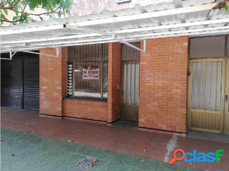 Se vende o se arrienda casa con local comercial, área 200 mts.