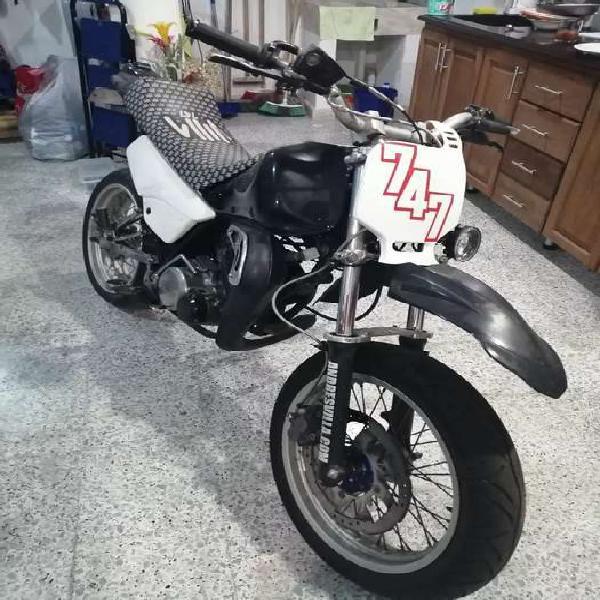 Yamaha dt 125 customizada