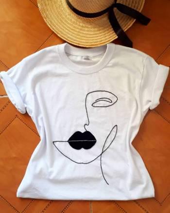 Camiseta rostro bordado nueva
