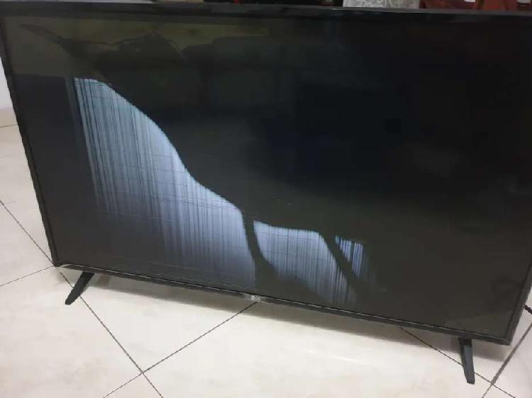 Tv lg 43lj550t-da con la pantalla rota para repuesto