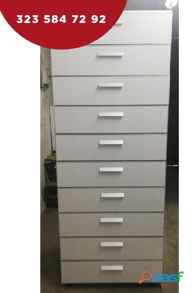 mobiliario y columnas para farmacias 2