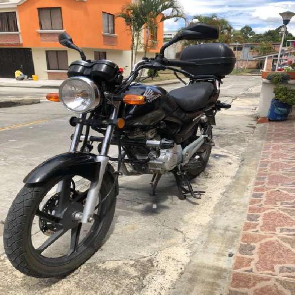 Honda cb 125e equipada