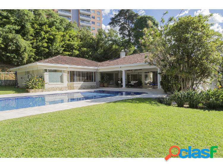 Casa a la venta con piscina en pleno corazón del poblado