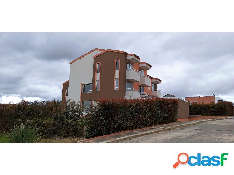 Magnífica casa; 435 m2 construidos; en terreno de 720 m2