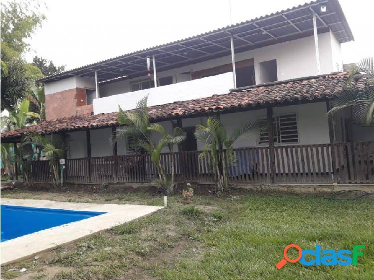 Casa campestre con piscina a 10 minutos de tulua