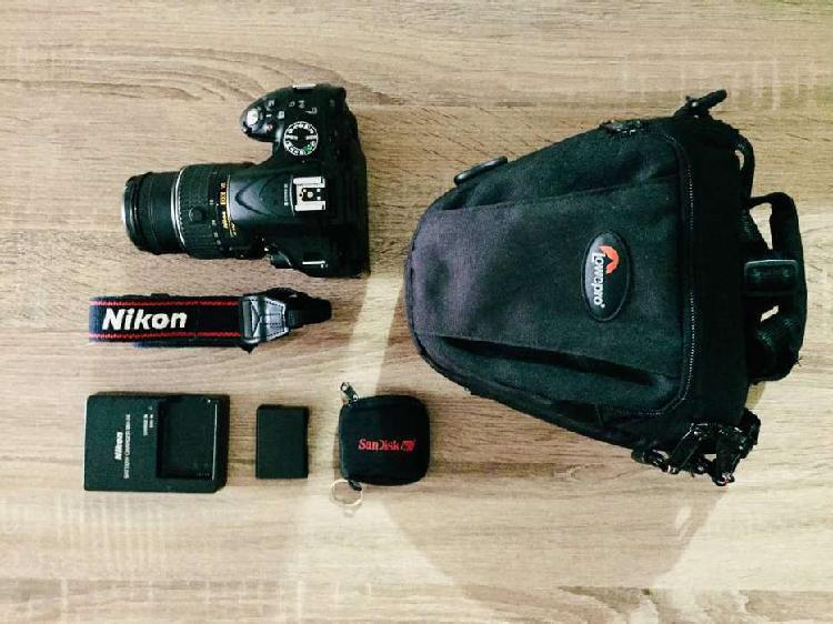 Cámara Nikon D5200 Lente 18-55mm F/3.5-5.6g + Maletin y
