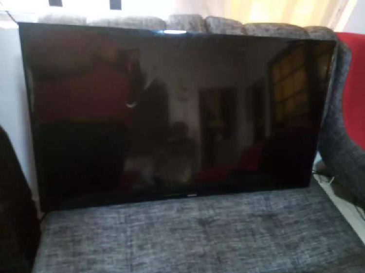 """Tv samsung 43"""" con pantalla partida"""