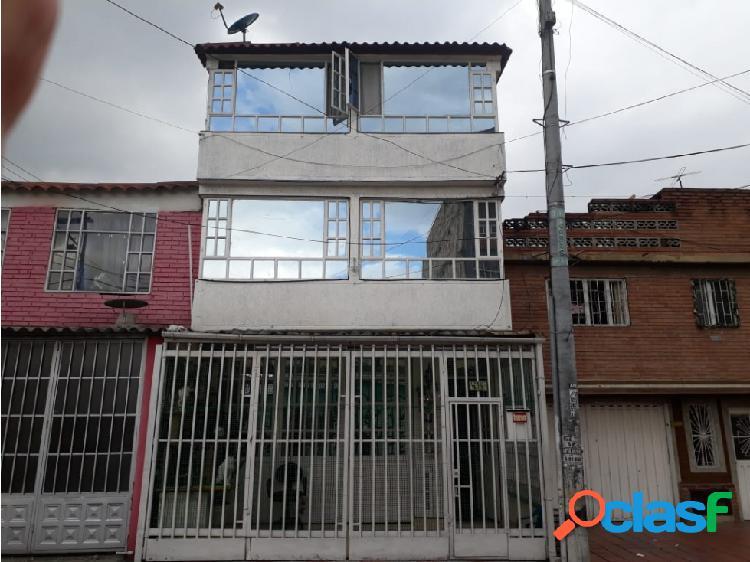 Venta y permuta de casa rentable barrio carvajal