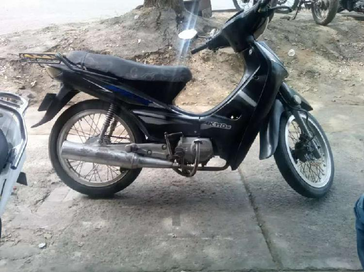 Se vende moto akt especial barata