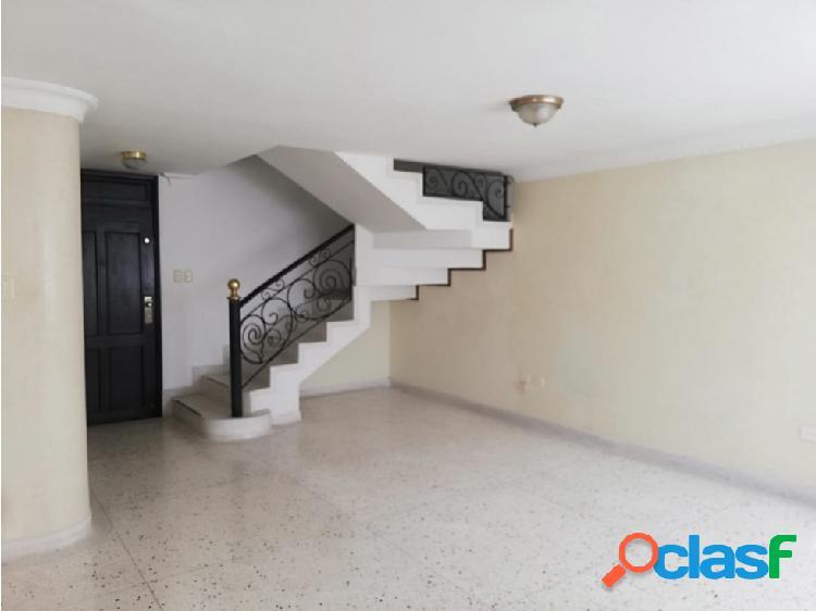 Se vende apartamento duplex en altos de riomar