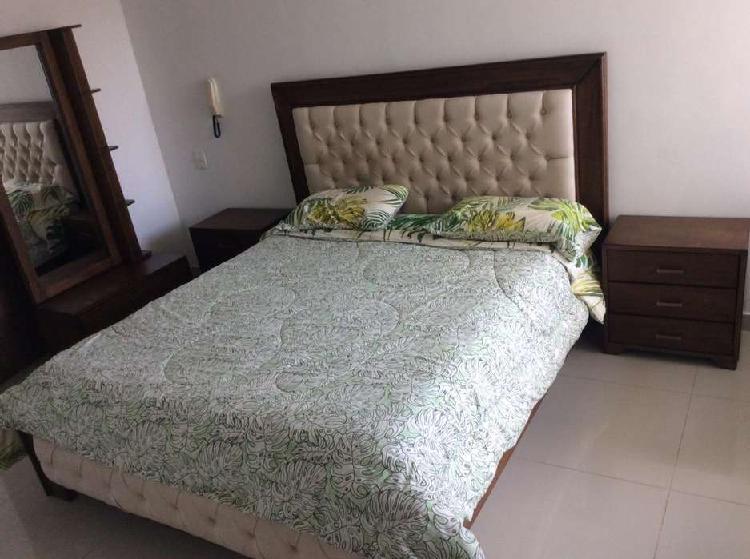 Juego de cama queen 100% madera tapizado color beige,