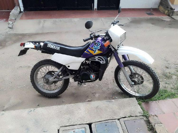 Moto dt 125 restrepo valle