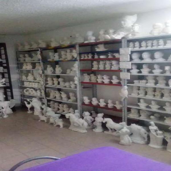 Venta de almacen de figuras en ceramica y yeso