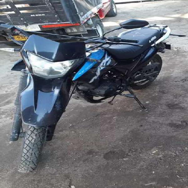 Se vende moto victory mrx, en buen estado. precio