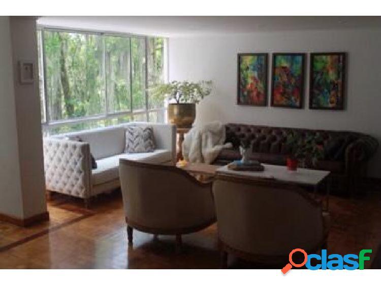 Apartamento clásico, amplio y remodelado en el poblado