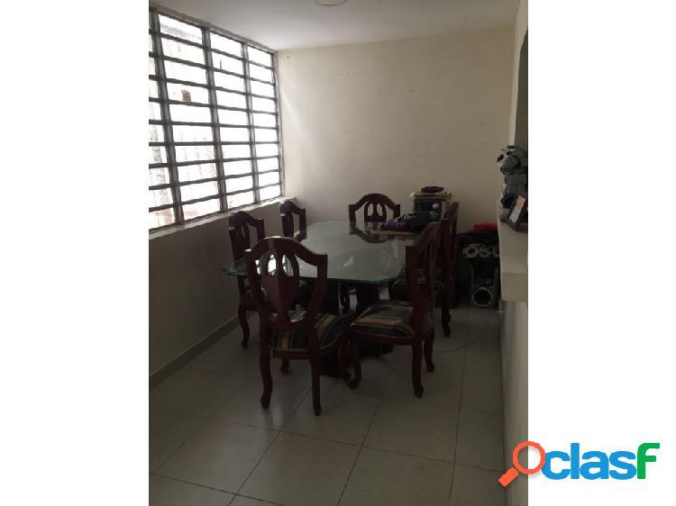 Casa con locales en venta de 180 m2 en avenida colombia medellín
