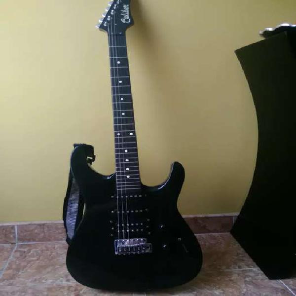Guitarra electrica con amplificador y afinador
