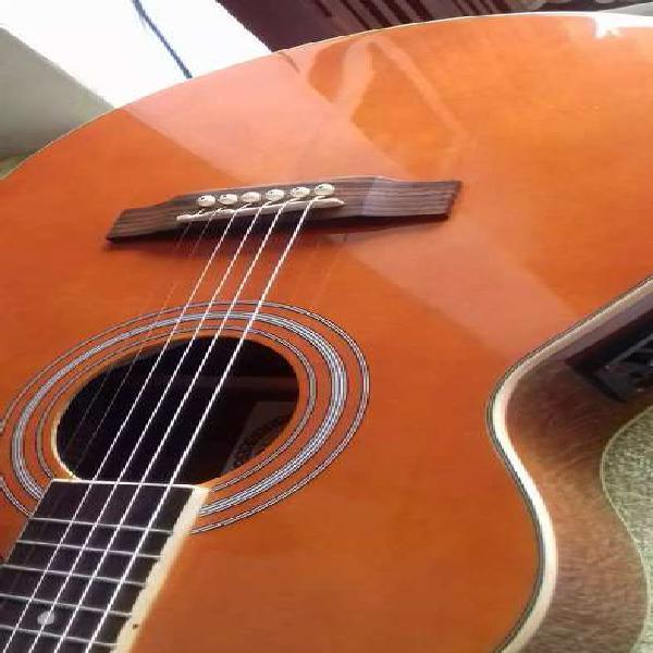 Guitarra electroacustica. muy bonita, buen sonido