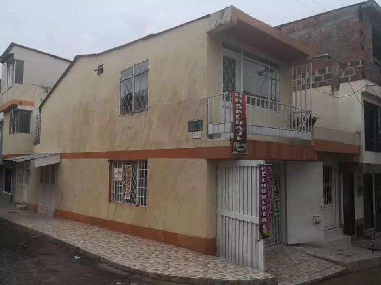 Casa esquinera con apartamento independiente para renta