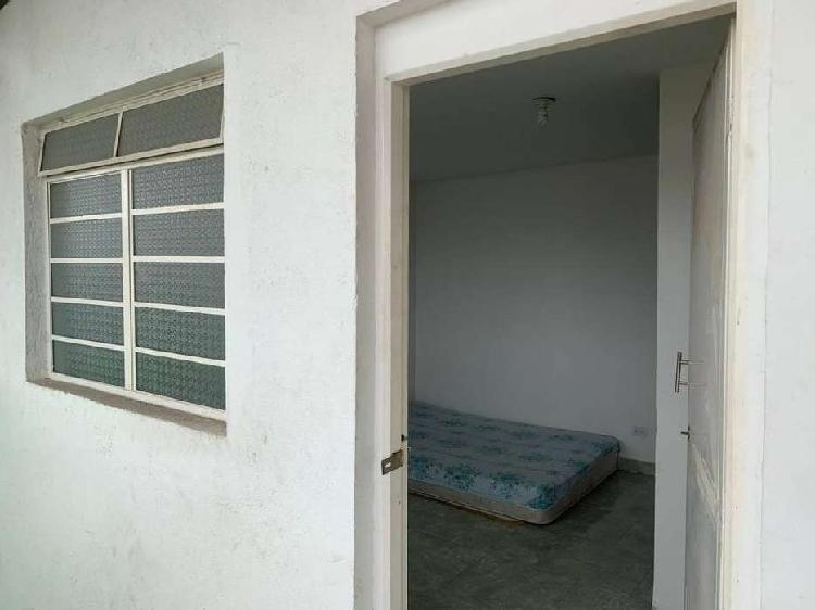 Habitación para persona sola, servicios incluidos, barrio