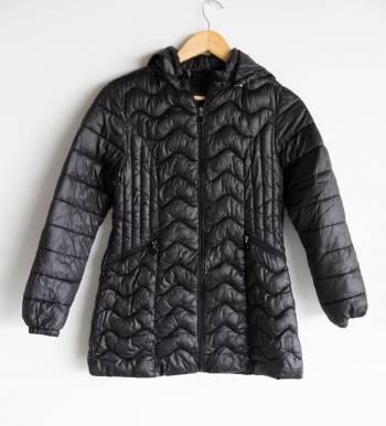 Chaqueta negra impermeable
