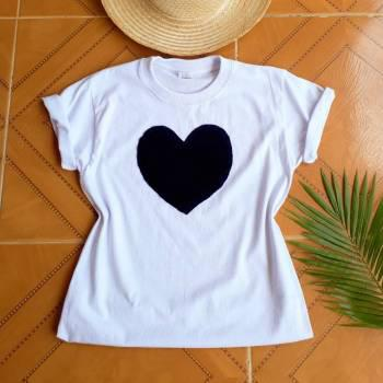 Camiseta corazon negro nueva