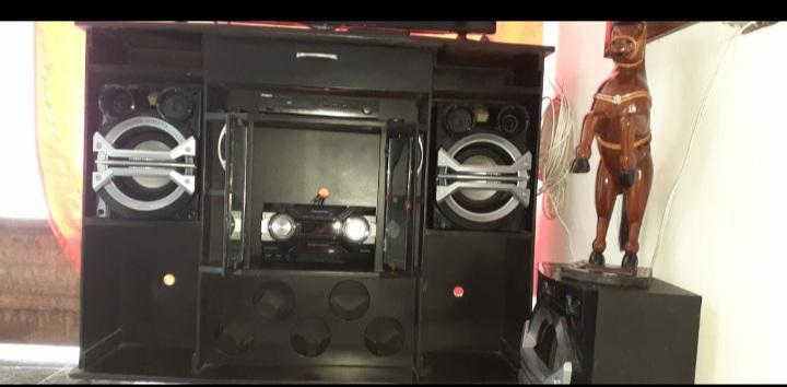 Se vende mesa para televisor equipo de sonido