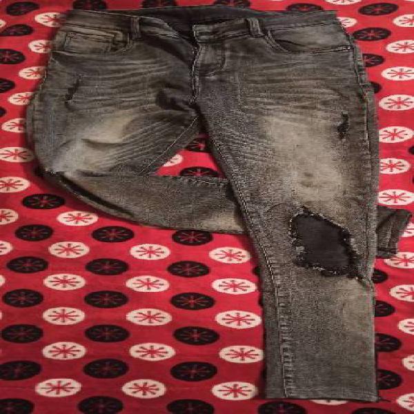 Jean gris con negro