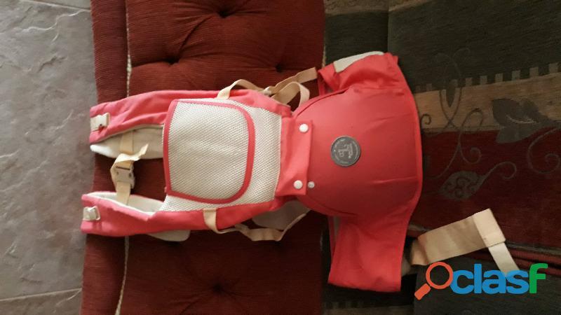 Se vende cargador canguro con base para bebe