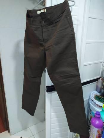 Pantalon cafe bota recta