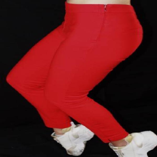 Pantalon rojo bota tubo