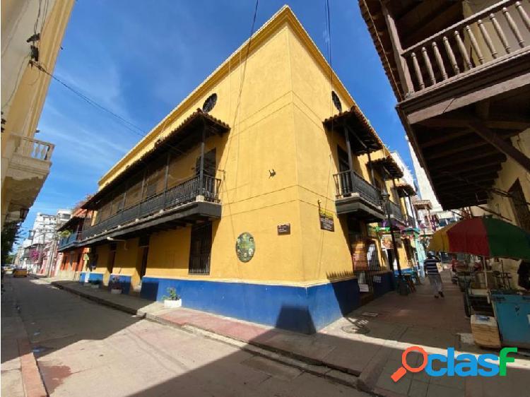 Amplia oficina centro histórico cerca a zona bancaria y comercial