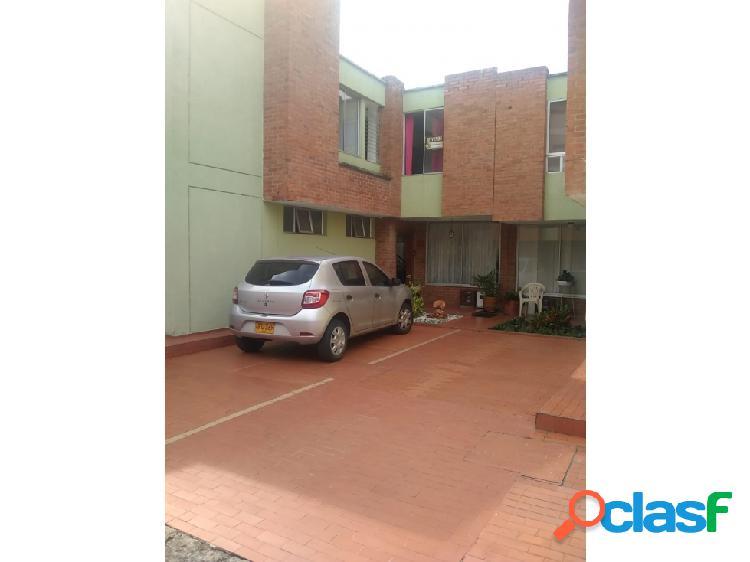 Casa en conjunto de 2 pisos para venta cali el refugio
