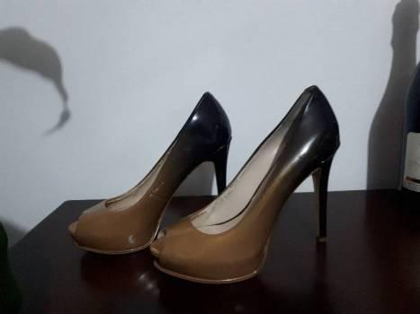 Zapatos tacon alto guess en charol #37,5