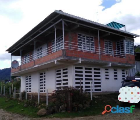 Vendo o permuto casa de dos pisos ubicada en el lago calima