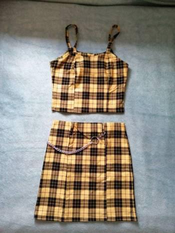 Conjunto falda y crop top.