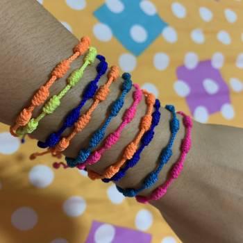Set de pulseras tejidas a mano