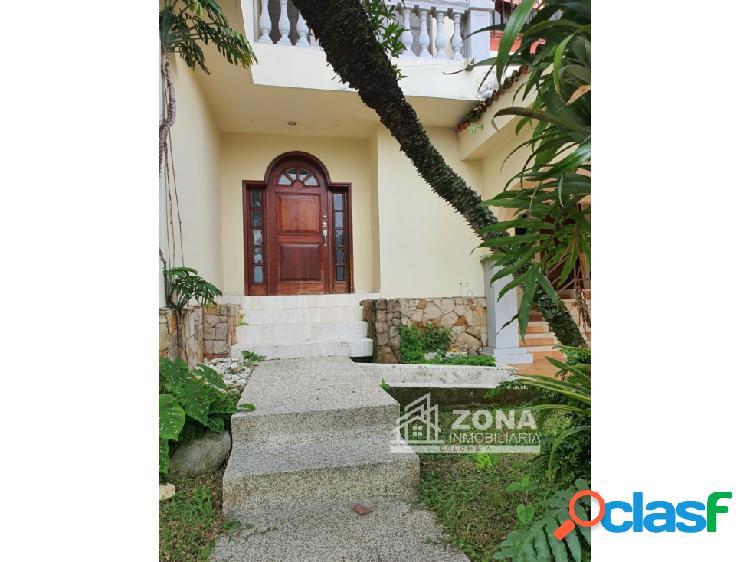 Casa en condominio. en cali zona sur. barrio ciudad jardin. 380 mts2