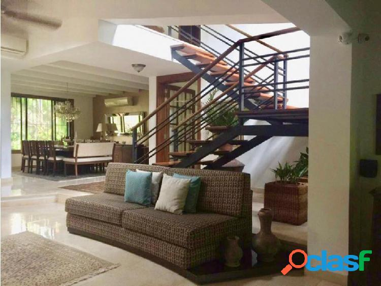 Se vende amplia casa en villa campestre tradicional