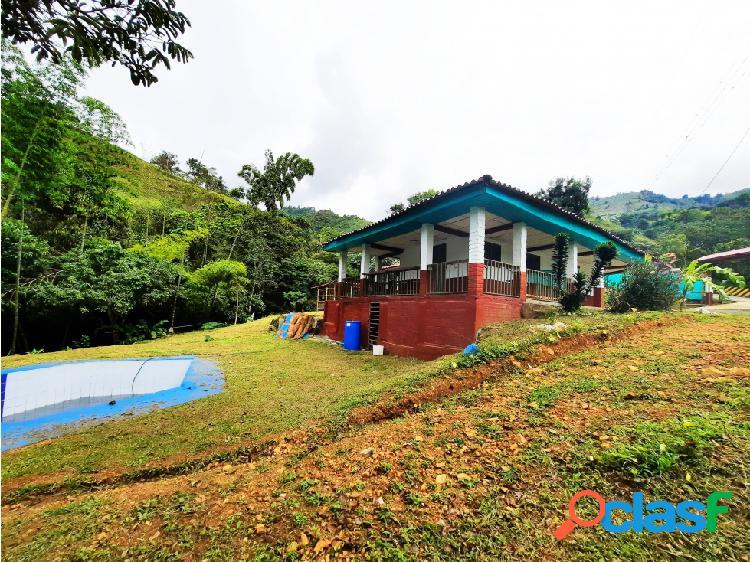 Casa campestre con piscina en la buitrera meson