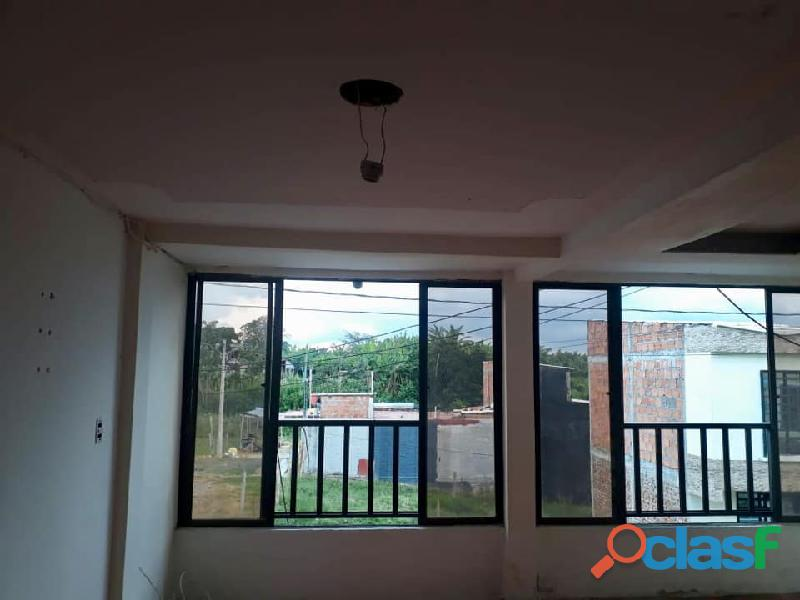 Se vende casa de 3 pisos en quimbaya
